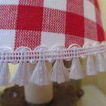 Abat-jour à pince clip pour applique murale ou lustre, carreaux vichy rouges et blancs avec franges, style campagne et montagne - Fait main de la marque LE REFUGE DE LA BERGERE image 3 produit