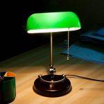 JILAN HOME- Lampe de table de bureau Antique Banker Antique avec abat-jour en verre vert et base en bois massif E27 de la marque Table lamp image 3 produit