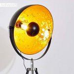 Lampe sur pied projecteur Saturn XXL – Lampadaire trépied en métal noir avec coupole dorée pivotante et pied télescopique – Luminaire design industriel chic compatible avec des ampoules LED de la marque hofstein image 3 produit