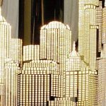 MiniSun 'Horizon - NEW YORK'. Lampe de Table, Chevet Touch Moderne. Variateur Touch intégré. Pied Contemporain en chrome avec Abat-Jour 'Gratte Ciel' aspect chrome polis de la marque MiniSun image 4 produit