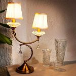 Relaxdays Luminaire lampe de table avec 2 abat-jours en tissu 2 bras sur pied accessoires en verre cristal style vintage ancien de la marque Relaxdays image 1 produit