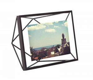 UMBRA Prisma. Cadre photo filaire en métal entre deux-verres Prisma. A poser ou à accrocher. Pour 1 photo 10x15cm. Coloris Noir de la marque Umbra image 0 produit
